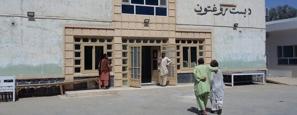 Afeganistão: pacientes ainda sofrem para conseguir chegar a hospital em Lashkar Gah