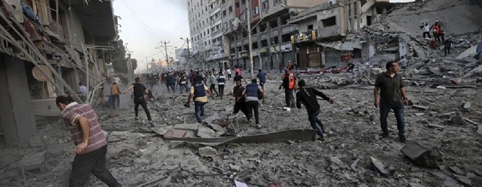 """Gaza: """"Os ataques são constantes, dia e noite, nunca param. O que vivemos é assustador"""""""