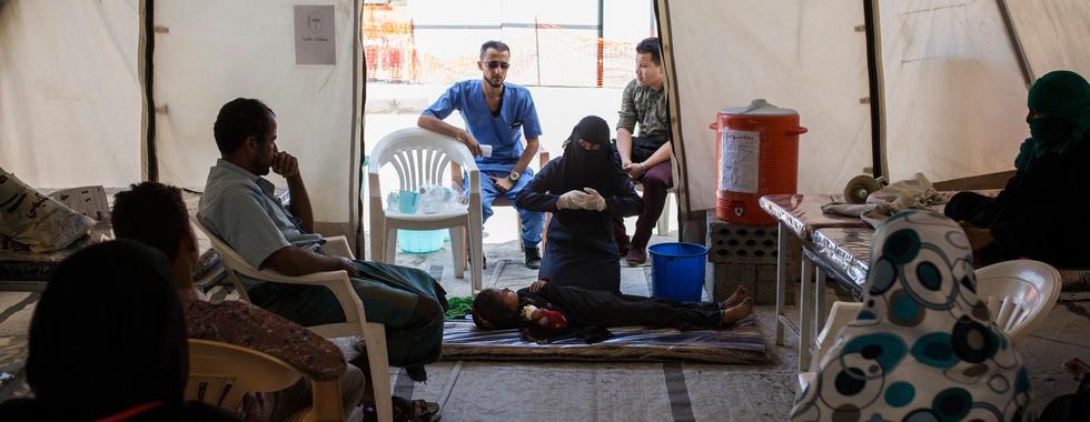 """Iêmen: """"Há comida no mercado, mas não dinheiro para pagar por ela"""""""