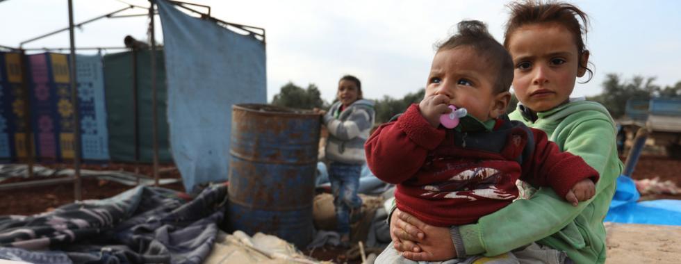 Milhares lutam para sobreviver no noroeste da Síria durante o inverno