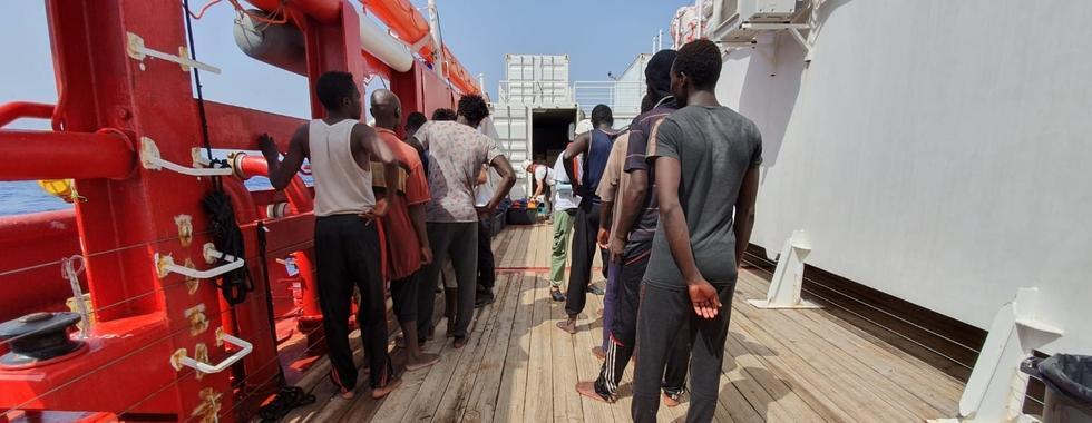 SOS MEDITERRANEE e MSF pedem que sobreviventes de resgate sejam autorizados a desembarcar em local de segurança