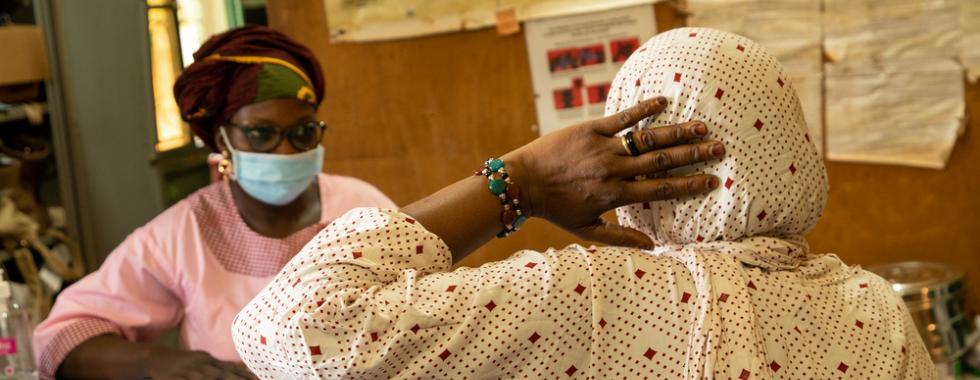 Outubro Rosa: 5 projetos de MSF de combate ao câncer de mama e do colo do útero