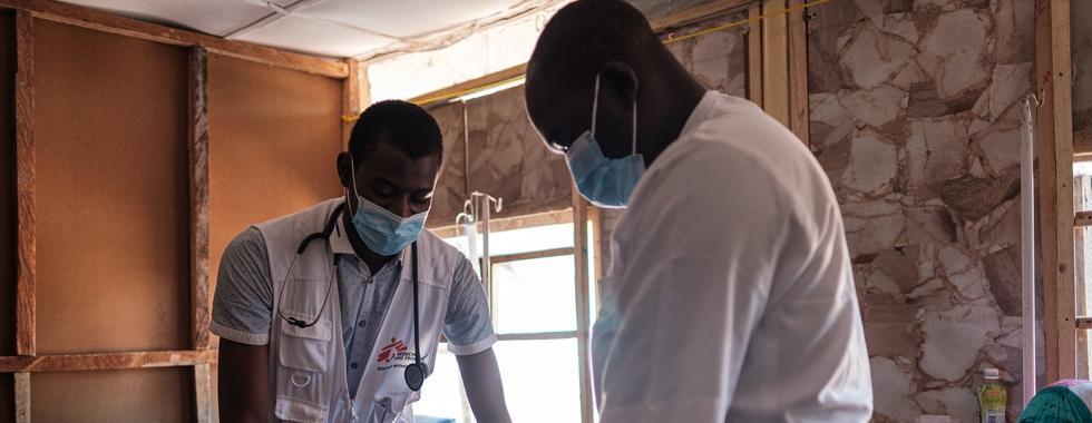 """""""Estamos fazendo nossa parte, mas, sem vacinas, não temos chance de parar esta pandemia"""""""