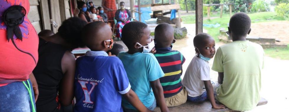Camarões: descentralização da saúde é vital para pessoas deslocadas pela violência