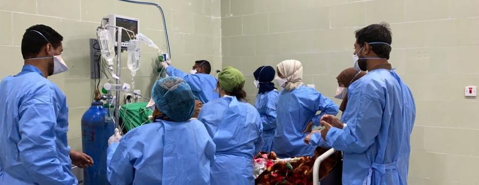 Segunda onda de COVID-19 sobrecarrega sistema de saúde no Iêmen
