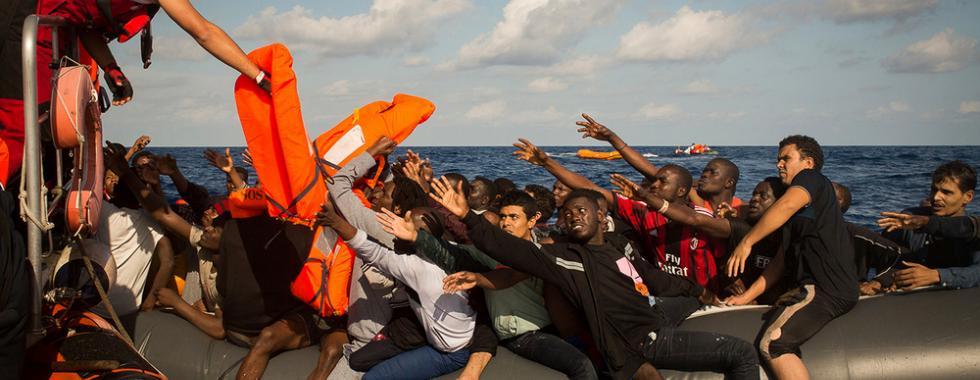Quase 600 pessoas resgatadas no Mediterrâneo, mas há desaparecidos