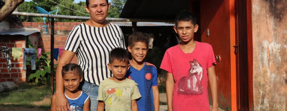 Migrantes venezuelanos vivem em uma encruzilhada na fronteira com a Colômbia