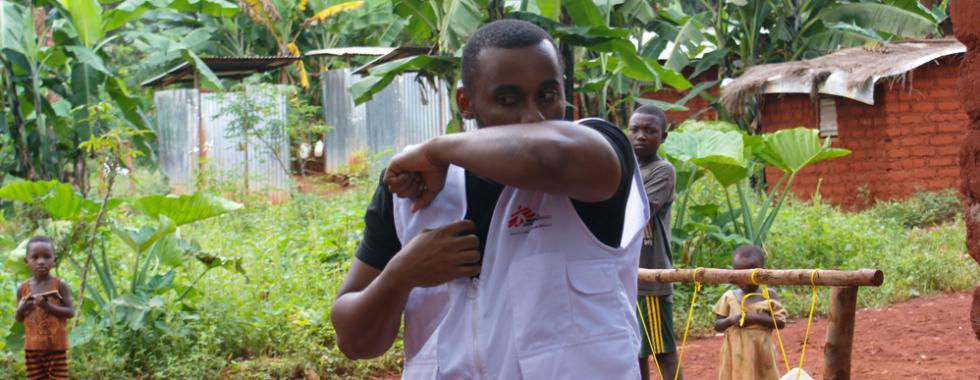 Um dia na vida de um promotor de saúde de MSF em tempos de COVID-19