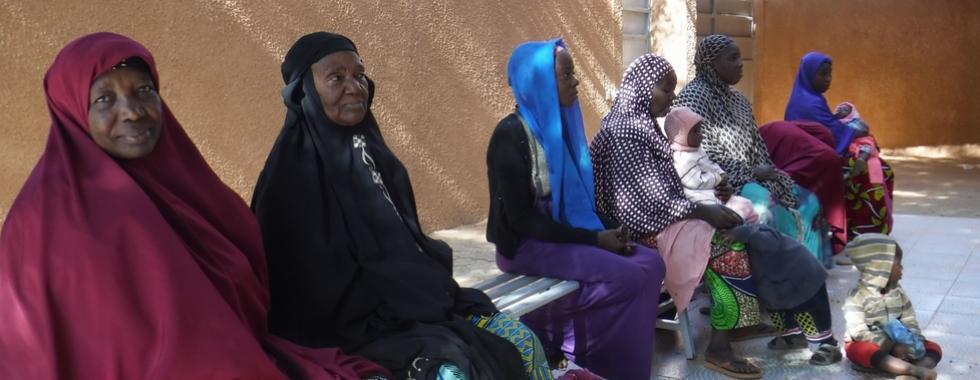 Níger: assistência médica a pessoas em movimento em Niamey