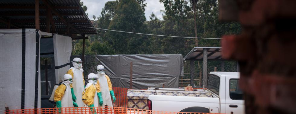 Para conter a epidemia de Ebola, a resposta deve ir além do Ebola