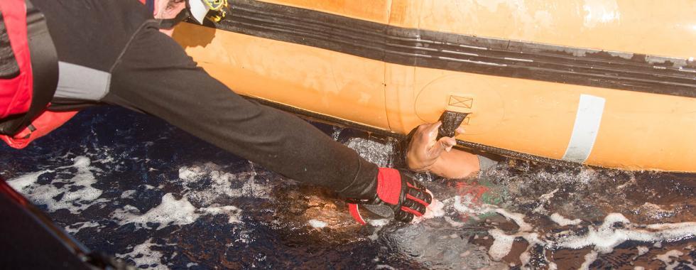 99 sobreviventes foram resgatados de naufrágio no Mediterrâneo