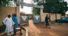 Conheça a história de Mulikat, uma sobrevivente do noma na Nigéria