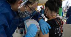 Profissionais de saúde e populações vulneráveis devem ser prioridade no acesso global às vacinas da COVID-19