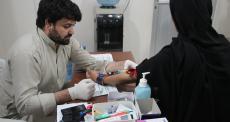 Paquistão: informação para combater a hepatite C na Colônia Machar em Karachi