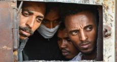 Fechamento de centro de detenção na Líbia expõe migrantes e refugiados a condições piores