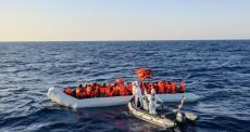 Mediterrâneo: 21 mulheres e um homem morrem no mar; 209 são resgatados