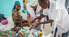 Níger: uma das maiores unidades pediátricas de terapia intensiva está sobrecarregada