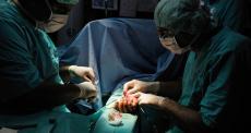 Médicos sírios arriscam tudo para salvar vidas