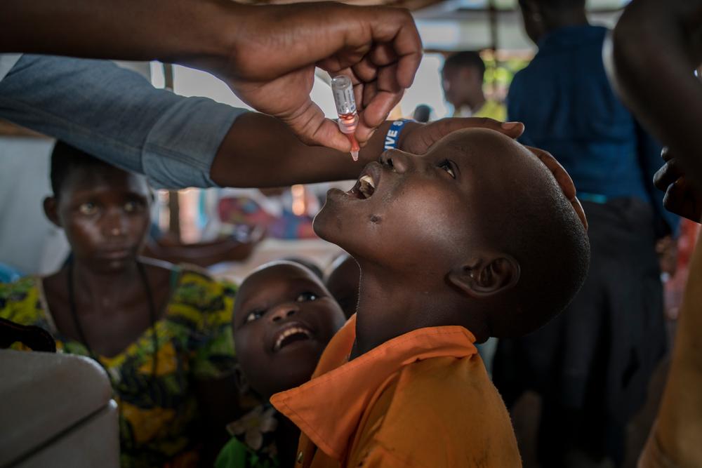 Uma escolha impossível: o equilíbrio entre imunização infantil e a preparação para a COVID-19